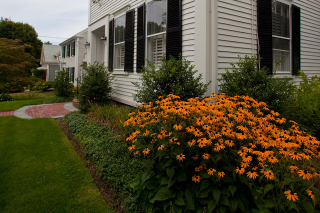 Lincoln Street in Hingham, MA traditional-exterior