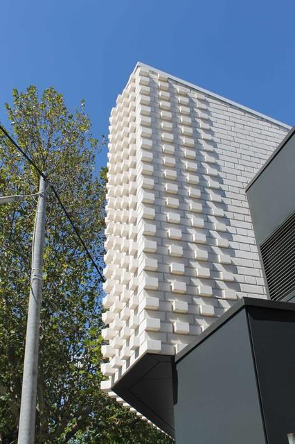 Little brick studio char cream architecture modern for Modern exterior building materials