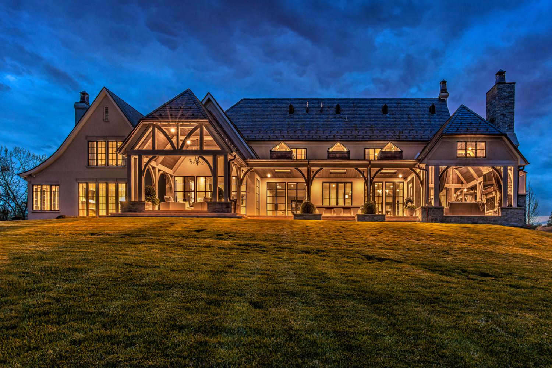 Luxury Lakeside Retreat
