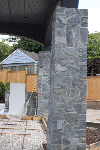 Mackanzie place exterior k2 rocks traditional for Landscaping rocks vancouver