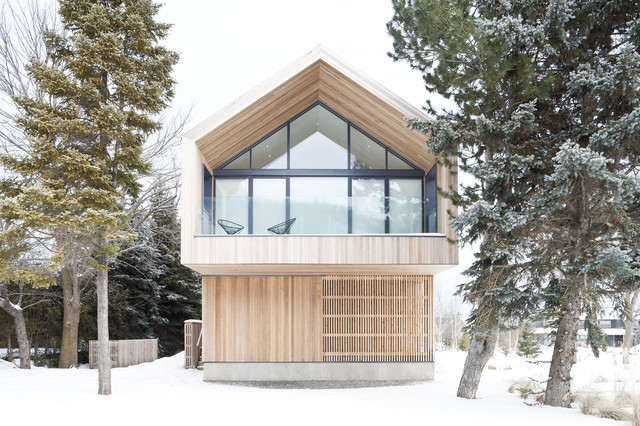 Maison glissade ski chalet scandinavian exterior toronto by peter a sellar for Chalet design contemporain