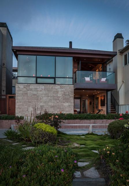 Manhattan beach ocean front residence contemporary for Ocean front home designs