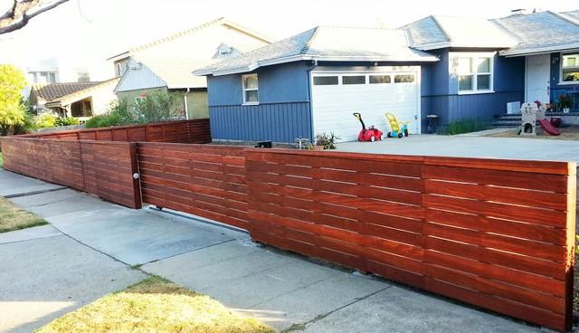 Mar Vista Clear Redwood Fence W Automatic Driveway Gate Modern Exterior