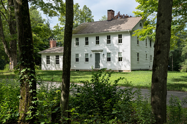 Massachusetts farm house farmhouse exterior new york for Modern colonial home exterior