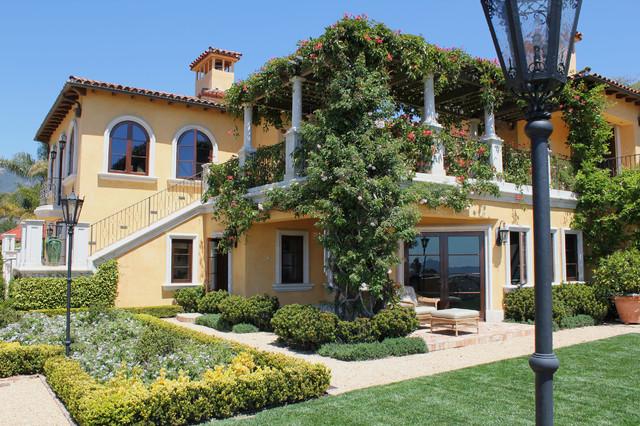 Mediterranean Villa mediterranean-exterior