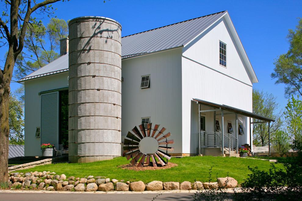 Farmhouse white exterior home idea in Detroit