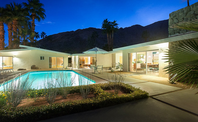 Mid century modern home in palm springs midcentury for New modern homes palm springs