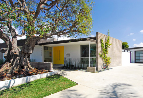 midcentury exterior Color of the Month: Decorating with Yellow