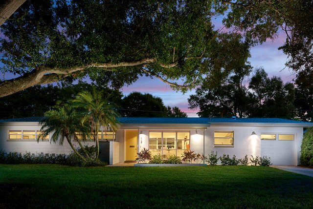 Houzz Tour: Renewed Florida Ranch Pays Homage to Midcentury ... on asian house design exterior, western bungalow exterior, design your home exterior, mid century modern home exterior, cape code style home exterior, stone and siding combinations home exterior, custom home design exterior, coffee shop design exterior, lake house colors exterior, coffee house design exterior, 1969 brick home exterior, craftsman exterior, modern home design exterior, french provincial home design exterior, traditional home design exterior, pantego tx best design exterior, commercial design exterior, rustic log home exterior, modern hotel design exterior, most popular paint colors exterior,
