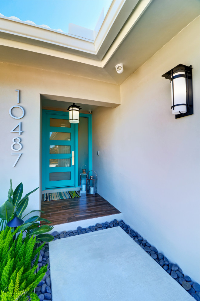 Inspiration for a 1960s exterior home remodel in Tampa