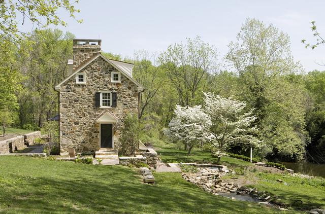 Inspiration For A Farmhouse Shade Hillside Stone Water Fountain Landscape In Philadelphia
