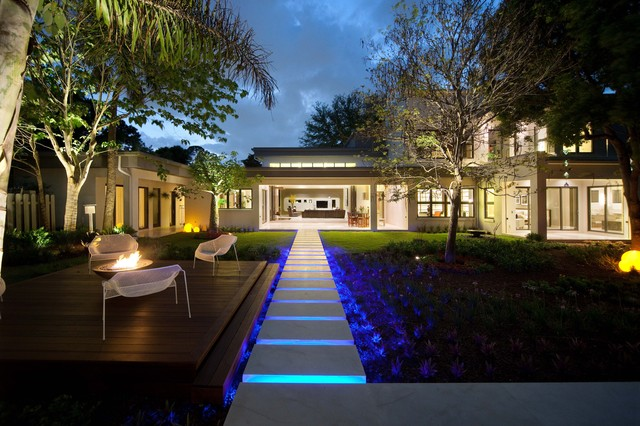 modern exterior by Phil Kean Designs