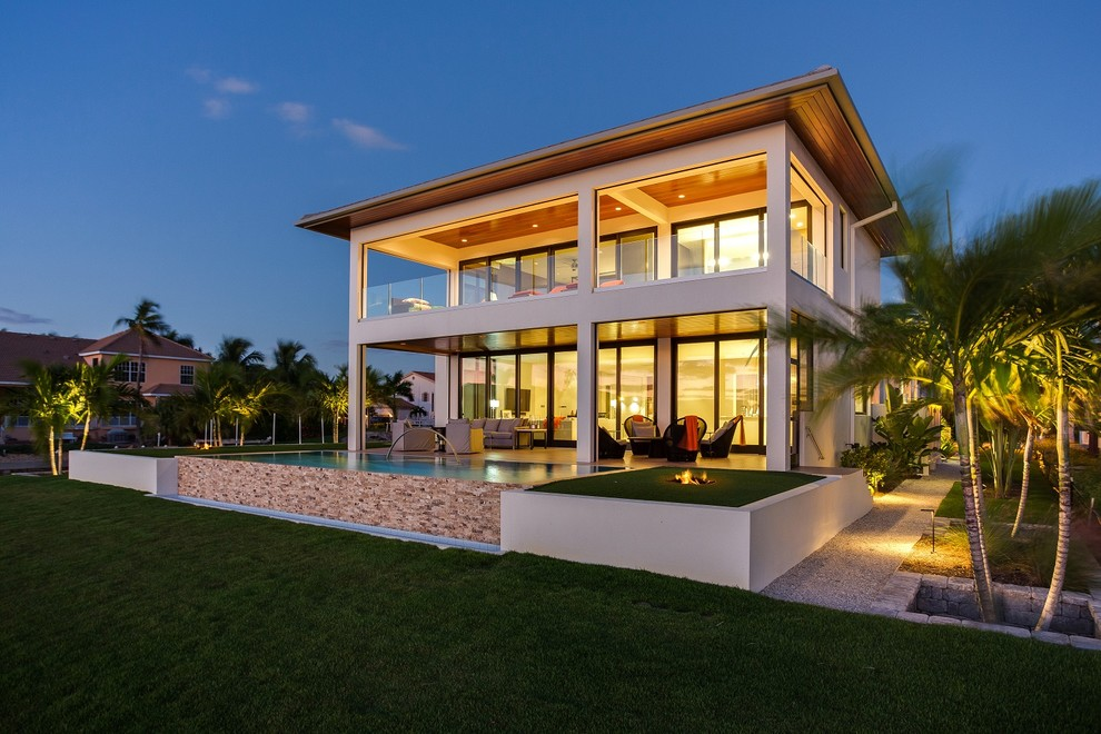 Tropical exterior home idea in Tampa