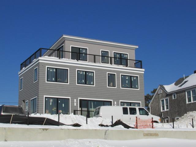 Modern energy efficient beachfront home for Modern energy efficient homes
