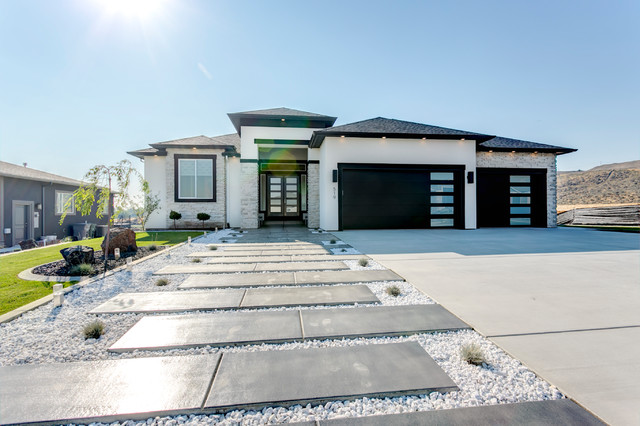 Modern Entryway To Black And White Home Exterior Modern House Exterior By Cultured Stone Houzz Uk