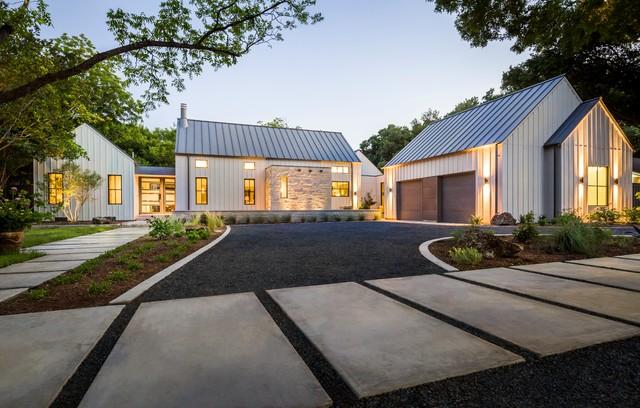 Modern farmhouse in dallas texas farmhouse exterior for Texas farmhouse builders