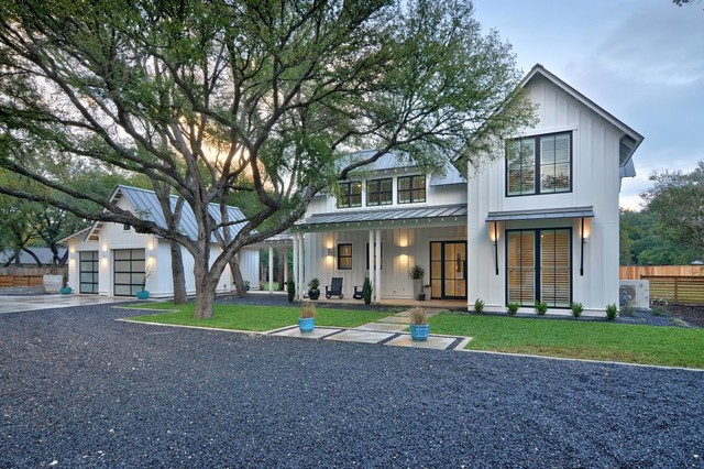 Modern farmhouse farmhouse exterior austin by for Modern farmhouse windows