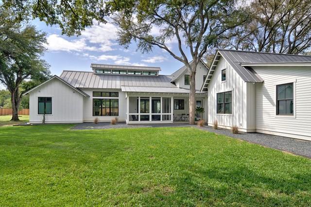 modern farmhouse landhausstil haus fassade other metro von tim brown architecture. Black Bedroom Furniture Sets. Home Design Ideas