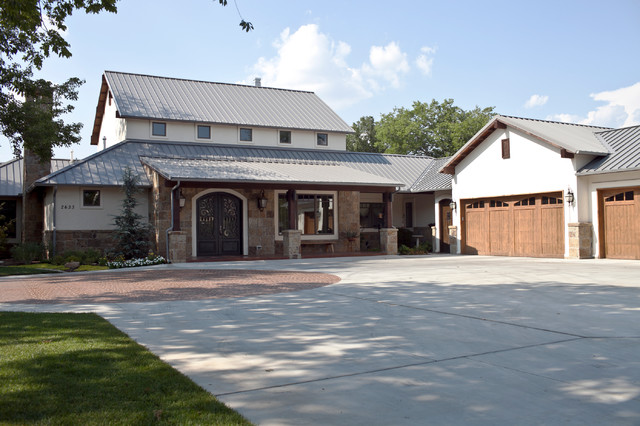Modern Farmhouse With Stucco And Stone Exterior Country