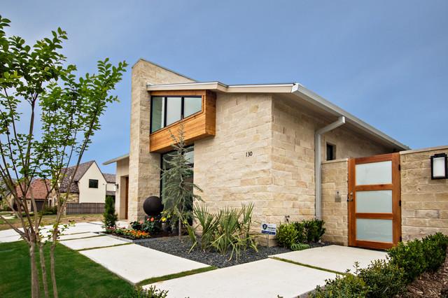 Traditional exterior home idea in Dallas