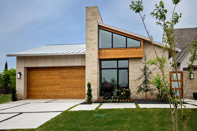 Elegant exterior home photo in Dallas