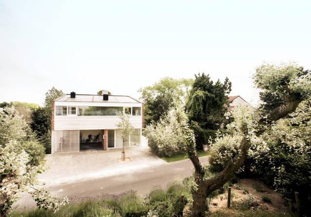 Modern home at the North Sea Coast Belgium with Architect Alexander Dierendonck modern-exterior