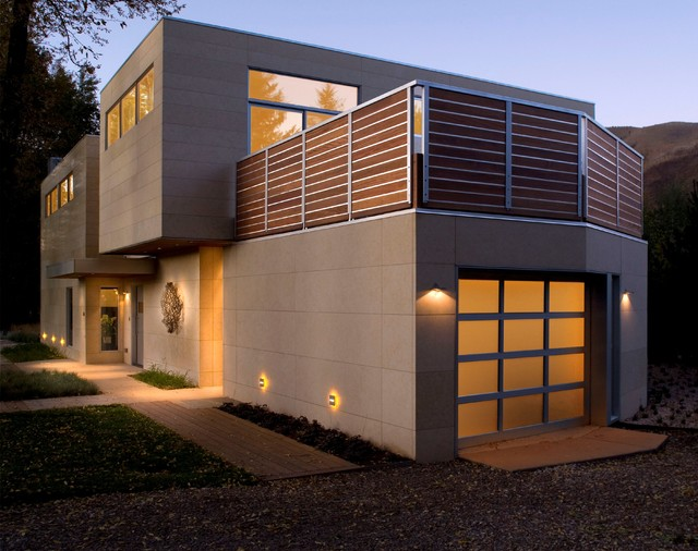 Modern home exterior with warm lighting modern for Building exterior lighting design