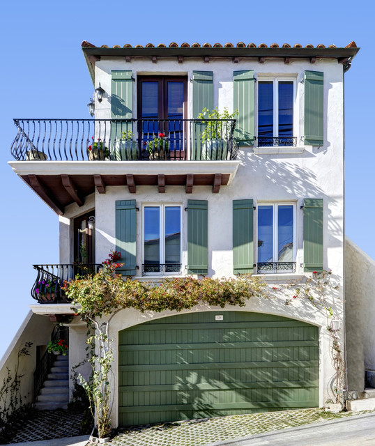 Moonstone street manhattan beach mediterranean for Custom beach house
