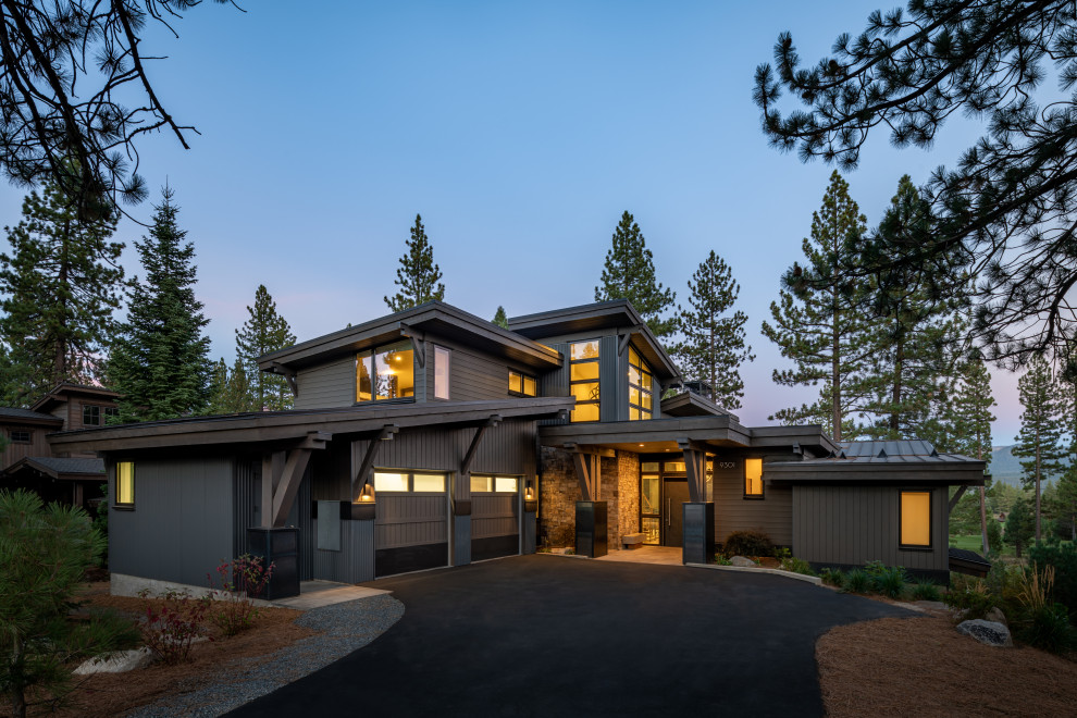 Inspiration for a rustic exterior home remodel in Sacramento