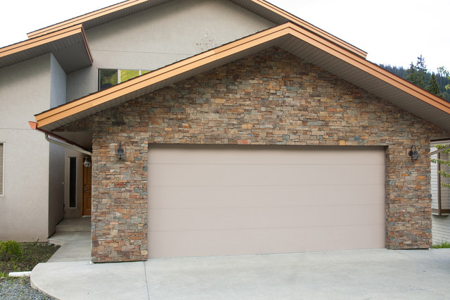 Mountain Reno Rustic Exterior Other By River City Rock Products Ltd