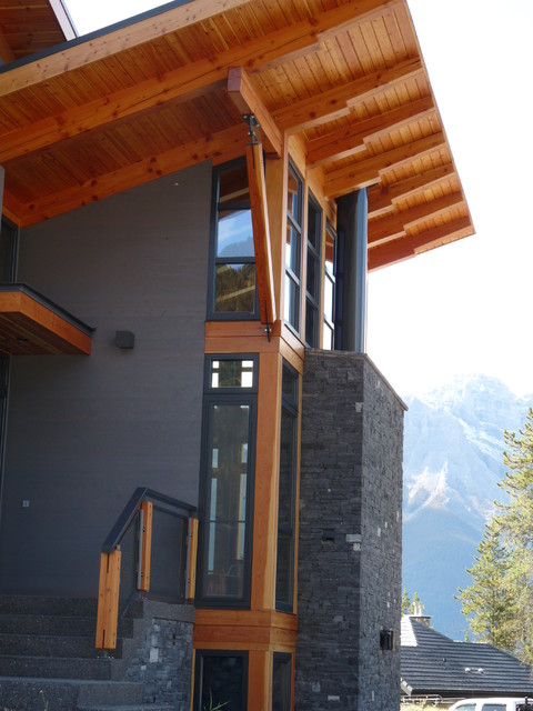 mountain retreat rustic-exterior