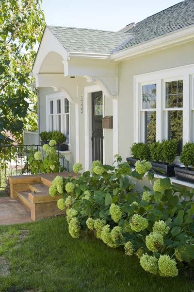 craftsman-home-landscaped-exterior
