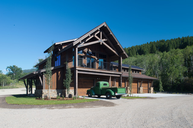 MT Residence Barn W Living Quarters