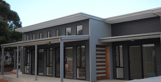 Murray bridge colorbond clad house for Colorbond home designs