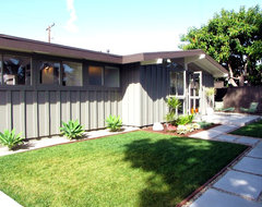 My Houzz: A Mid-Century Marvel Revived in Long Beach modern exterior