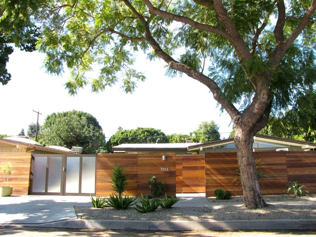 My Houzz: A Mid-Century Marvel Revived in Long Beach midcentury-exterior