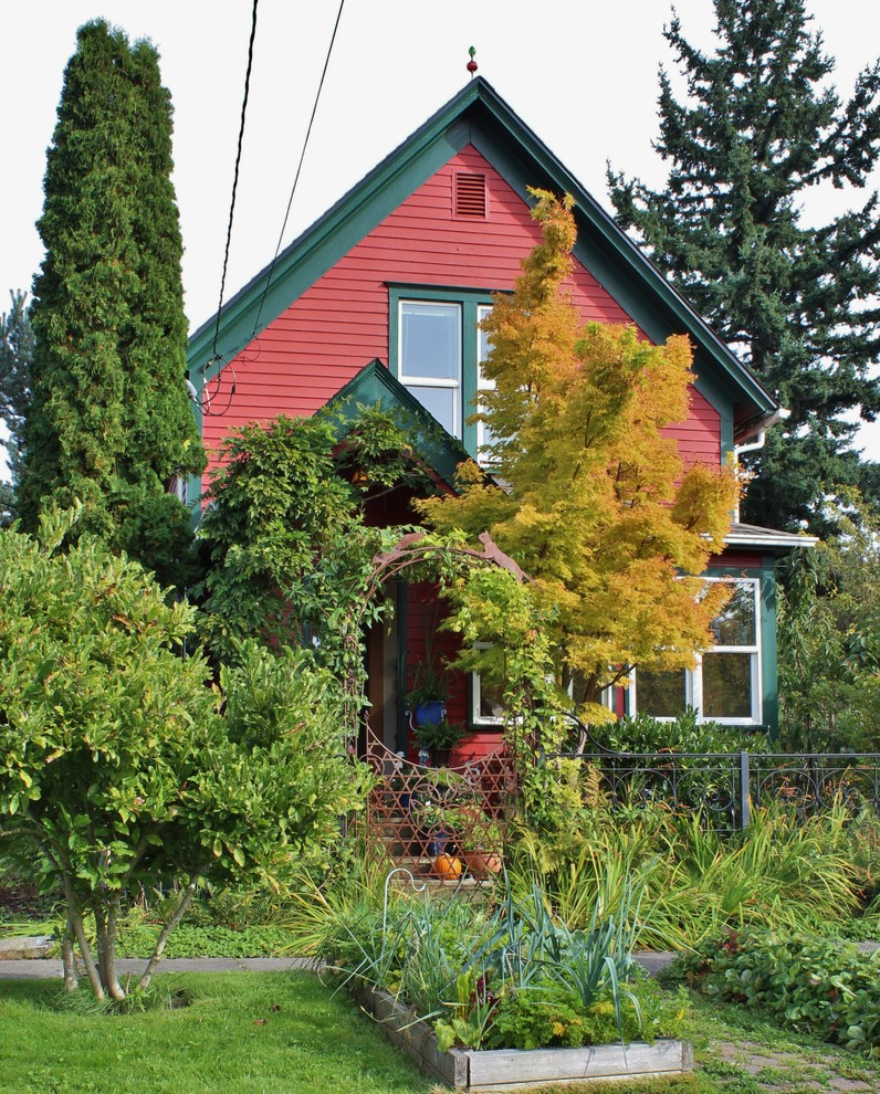 Ornate exterior home photo in Seattle
