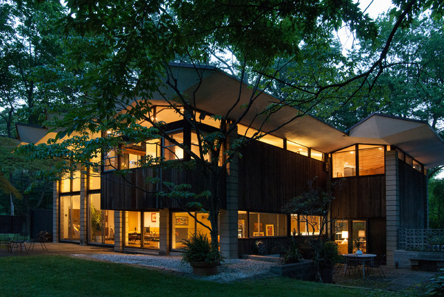 My Houzz: A Well-Preserved midcentury-exterior