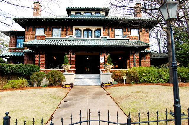 My houzz early 1900s home blends traditional design with for Early 1900 house styles