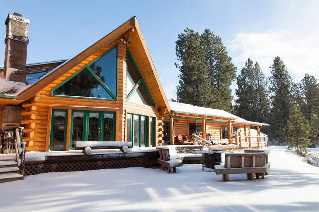 My houzz rustic charm in a handsome log cabin rustic for Cabins near portland oregon