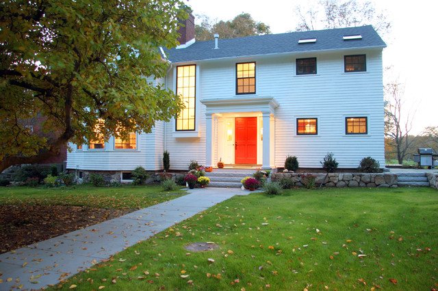 My Houzz: Updated Federal Style in Massachusetts traditional-exterior