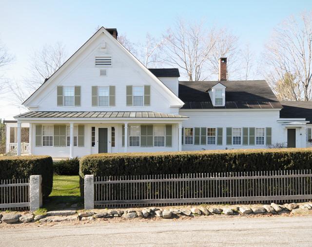 New Hampshire Farmhouse farmhouse-exterior
