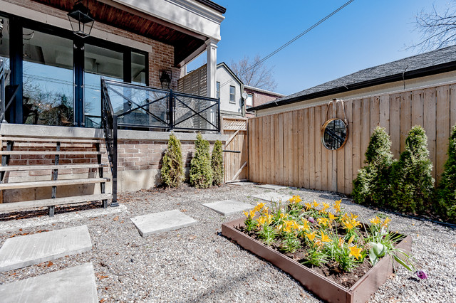 Transitional exterior home photo in Toronto