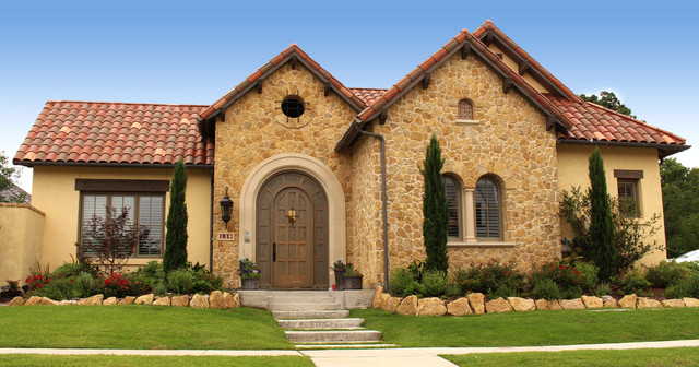 Mid-sized yellow one-story stone exterior home idea in Dallas