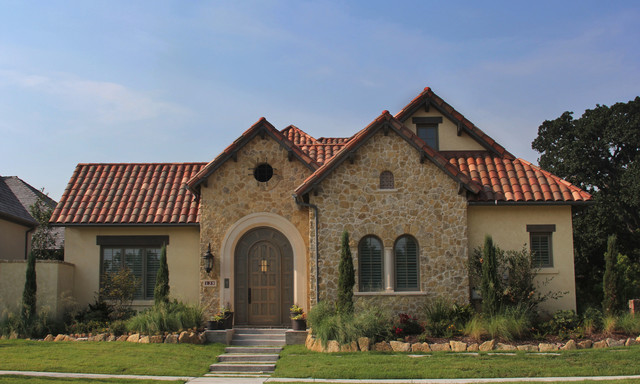 Inspiration for an exterior home remodel in Dallas