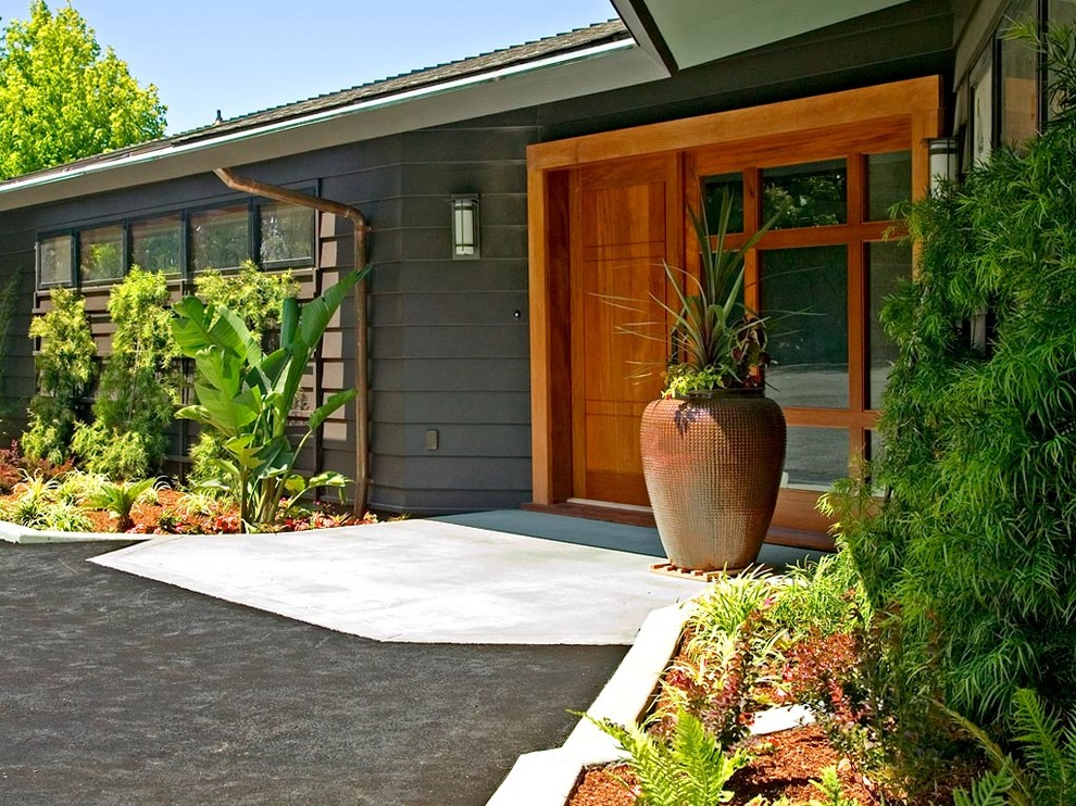 Large 1960s one-story exterior home photo in San Francisco