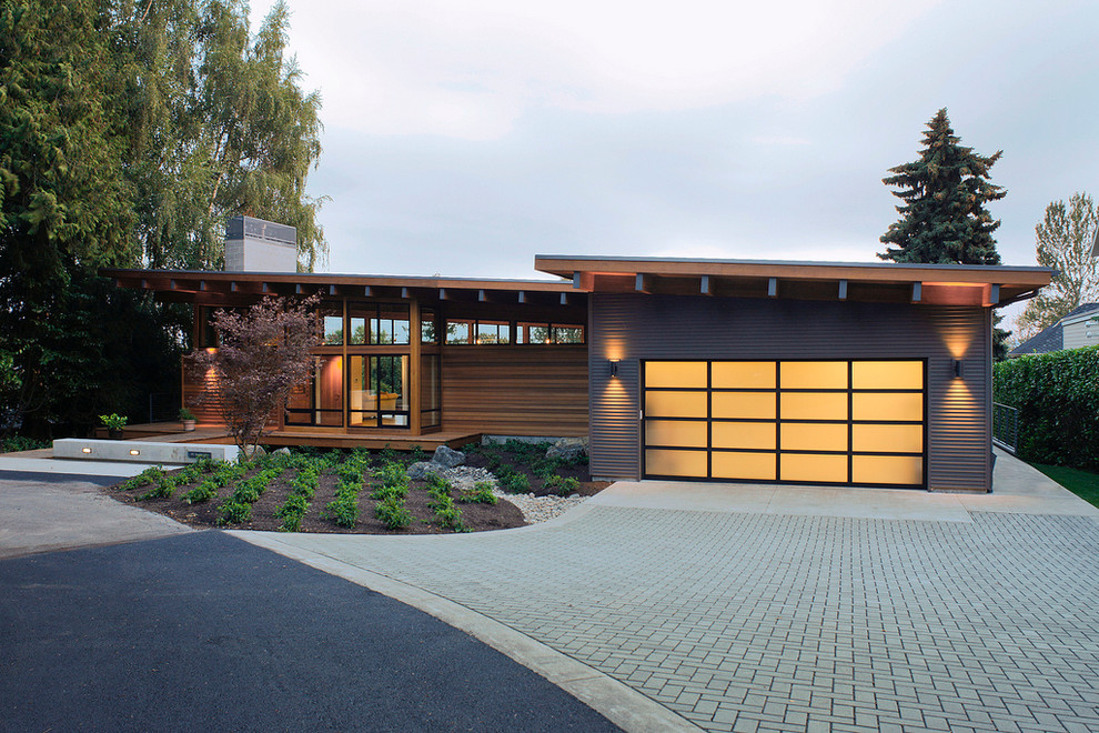 Rustic one-story exterior home idea in Portland