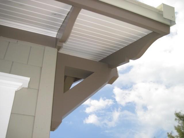 Coastal exterior home idea in Tampa