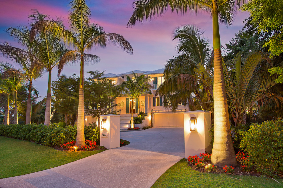 Example of a beach style exterior home design in Tampa