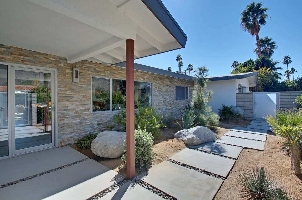 Mid-sized 1960s white one-story mixed siding exterior home idea in Los Angeles